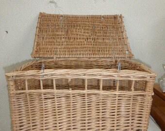 A cat basket rattan, wicker vintage 1970,