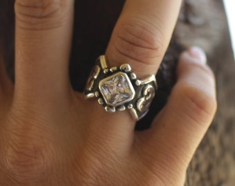 Rockin Out Jolene Western Scroll Ring