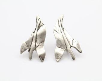 Vintage Artisan-Made Screw-Back Leaf Earrings in Sterling Silver. [9626]