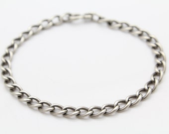 "Vintage Solid 7"" Curb Chain Bracelet in Sterling Silver. [10598]"