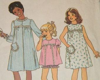 UNCUT Vintage 70s Girls' Robe, Nightgown and Shorty Pajamas Pattern - Simplicity 7509 - Size 8 Breast 27