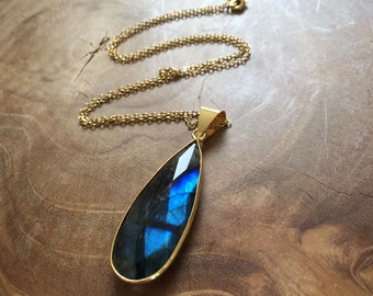 Flashy Labradorite - bohemian necklace with a labradorite pendant with gilded edge - gypsy, boho, rock, bohemian, minimal, gold, grey, blue