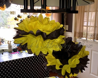 Set of 6  Bumble Bee Handmade Tissue Paper Pom Poms / What would it Bee Reveal /Bumble Bee Smash Cake Prop / Bumble Bee Party Decor