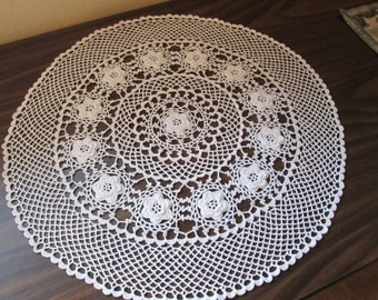 """21"""" Hand Crocheted Table Center Circle of Roses"""