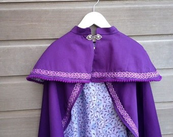 Dress-up cape or cloak in cotton sateen with heart-shaped clasp / Fully lined / Made to order / Children's sizes / Adult sizes upon request