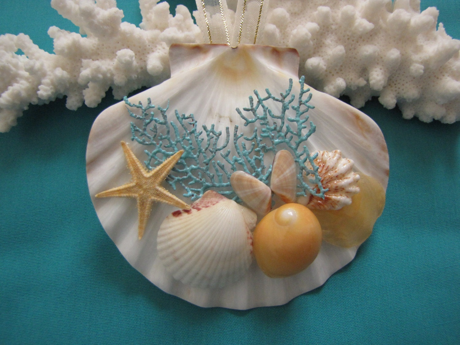 Best 28 seashell christmas decorations shell mirror for Miniature tree decorated with sea shells