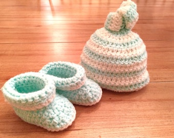 Hat and Bootie Set, Newborn Hat and Booties, Knot Hat, Newborn Going Home Outfit, Baby Hat, Baby Booties, Baby Gift, Baby Shower Gift
