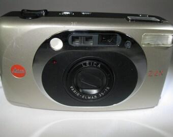 Vintage Leica Z2X 35mm Camera with Vario Elmar 35~70mm Leica Lens