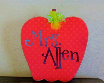 Teacher Gifts- Classroom Decor-School Decor-Back to school gifts- Personalized Gift- Teachers Apple