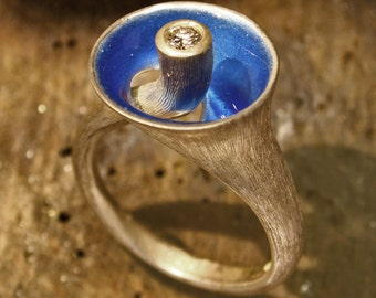 Enameled silver ring with diamond