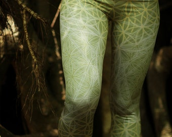 Blooming Sage Flower of Life Leggings // Capri // 3/4 leggings / Light green sacred geometry capri leggings