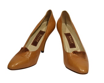 Vintage Estate Bally Tan Fan Gold Detail Leather Pump Made in Italy Size 38.5