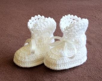 White Baby girl booties - Crochet Baby Booties - White baby Boots - Newborn shoes - Crochet booties - Infant shoes - Baby girl gift