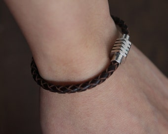 Customizable braided leather bracelet, magnetic clasp