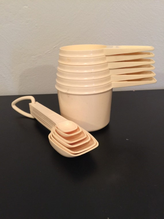 terrific tupperware measuring spoon and cup set in cream. Black Bedroom Furniture Sets. Home Design Ideas