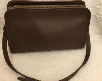 Vintage Coach brown leather shoulder bag