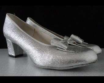 Deadstock 70s Vintage Dance Shoes With Bow // Silver // Size 6
