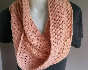 rose pink knitted circular scarf, knitted scarf in vintage rose pink wool, lace rose pink infinity scarf in vintage upcycled wool