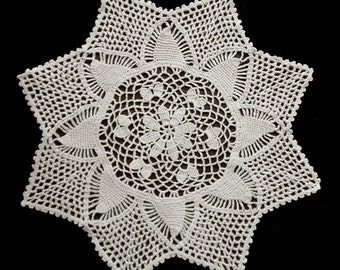 Vintage beige crocheted doily 36 cm / 14.2 inch