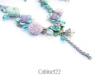 Vintage style flower necklace and earrings ~ Cabinet22