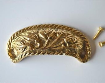 A solid brass vintage style cup drawer handle c/w screws 2002