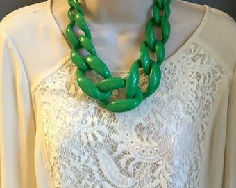 Kelly Green Chunky Chain Lucite Link Housewife Resin Statement Necklace