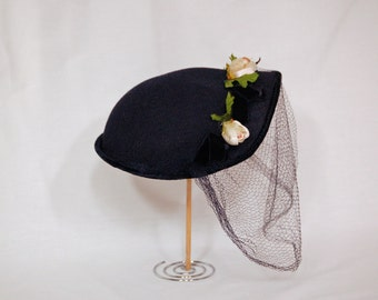 Rosebud Vintage 1950s Veiled Hat / Blue Hat with Flowers and Veil