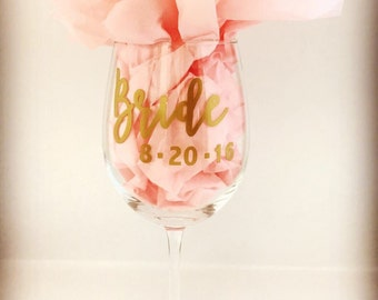 Bridal Party Gifts, Bridal Party Wine Glasses, Bachelorette Party, Bachelorette Party Gifts, Wedding Gifts, Wedding ideas, Bridesmaids Gifts