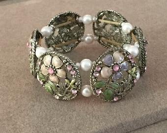 Beautiful Vintage Floral Stretch Bracelet