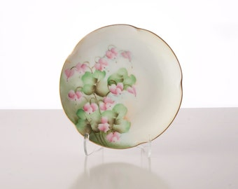 """Jaeger & Co. of Bavaria, """"Louise"""" series,  """"Bleeding Hearts"""" (aka Dicentra )  Cabinet Plate, 1898-1923"""