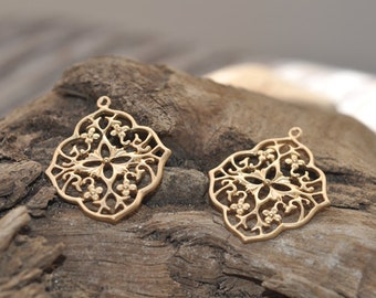 2 beautiful Filigree contemporary penant, gold plated brass metal P7861