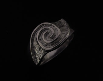 Irish handmade sterling silver ladies Celtic newgrange ring.