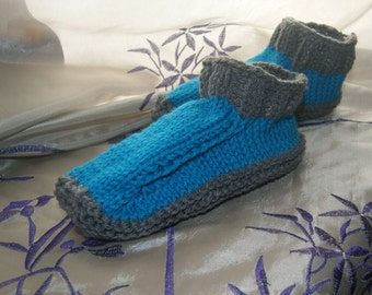 Knitting slippers for adult