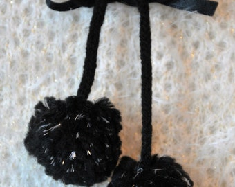 Brooch with pom poms