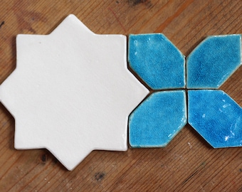 Kashan  -  off-white / aquamarine tile