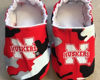 Husker camo baby shoes, booties, Camo baby shoes, crib shoes, infant slippers, Nebraska booties, Cornhuskers, college football