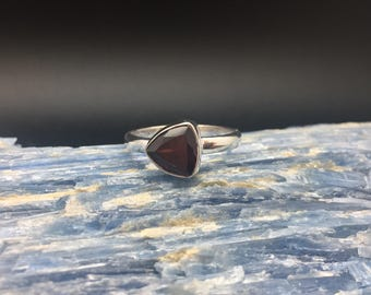 Garnet Ring // 925 Sterling Silver // Triangle Setting // January Birthstone