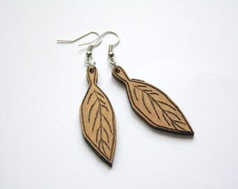 Wood natural earring, leaf tree shape, hippie graphic style, nature inspiration, laser cut wooden jewel jewellery, made in France, Paris