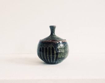 Ceramic sugar bowl with drip glaze and lid
