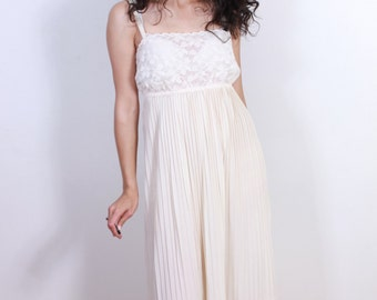 """1960s Vintage """"Sear's Best"""" Pleated Night Gown"""