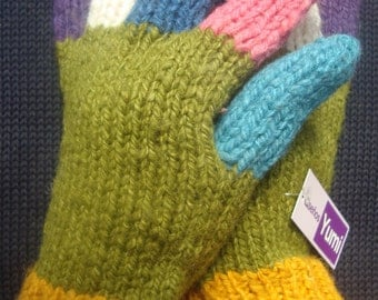 Warm, comfortable, sheep wool blended with alpaca, hand woven gloves, multi color, andean, winter, green