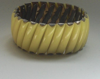 Large (155) Bracelet articulated and Stretch, metal and yellow bakelite to 1940's