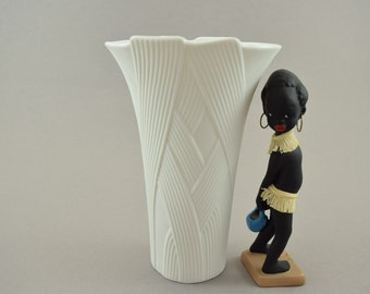 White Bisque Porcelain Vase by AK Kaiser, designed by Martin Frey, Op-Art, modenist, Relief, 60s