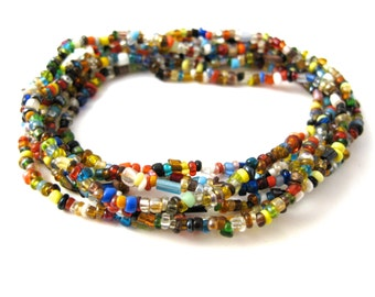 Long beaded necklace in all colors, random pattern