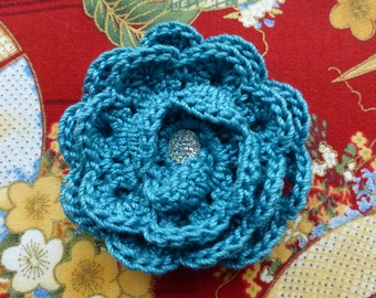 Spiral lace crochet flower pin/clip (teal)