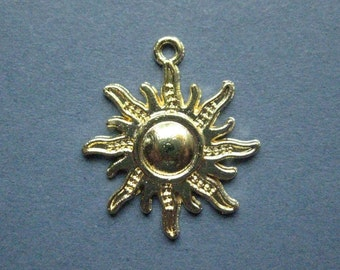 10 Sun Charms - Sun Pendants - Sun Starburst - Gold Tone - 28mm x 25mm - (F-J1-11019)