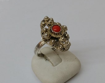 Ancient costume ring with coral SR201