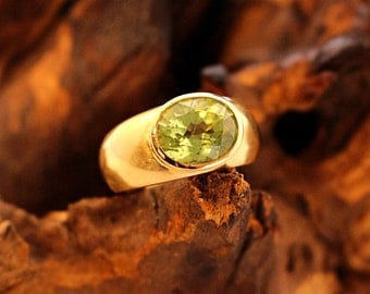 Gold Ring Peridot
