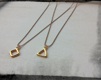 Pendant necklace with chain and details geometric shapes in color gold
