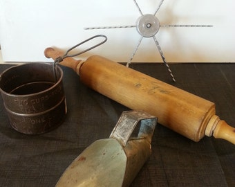 Vintage Baking Set - Flour Sifter - Rolling Pin - Pie